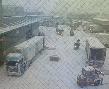 雪の青果荷降場